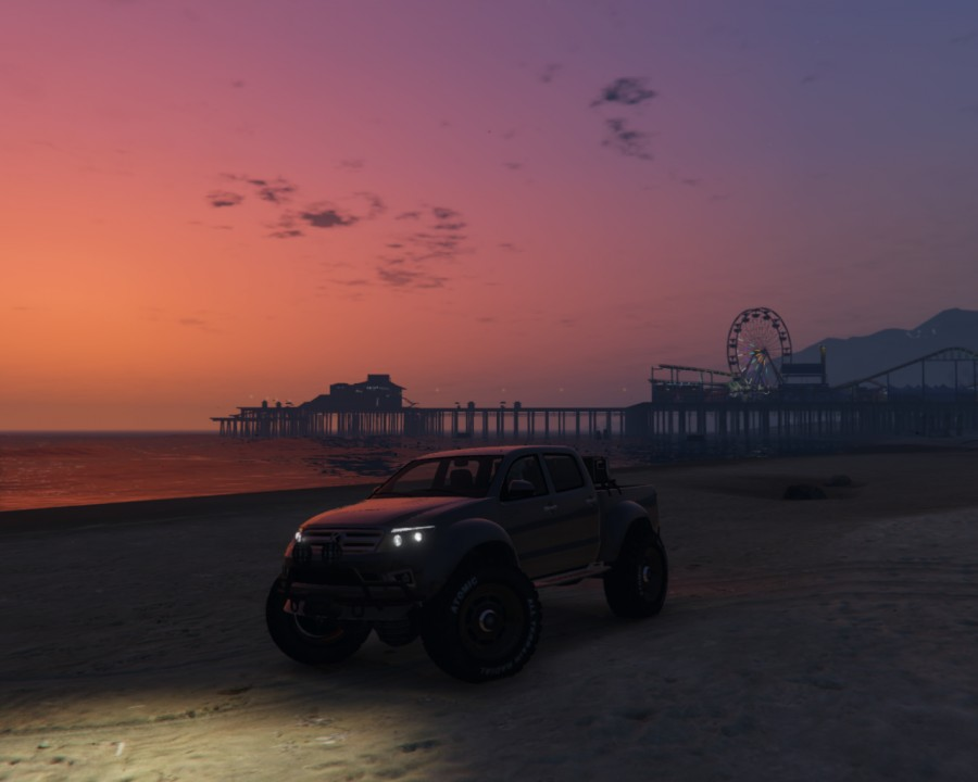 Everon am Strand im Sonnenuntergang